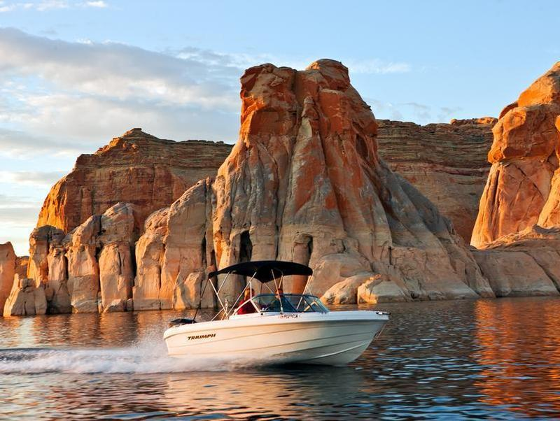 Lake powell boat rentals more for Lake powell fishing license