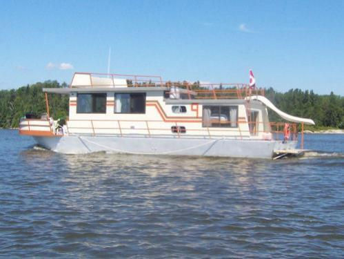 48 Foot Houseboat