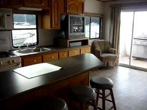 60' Deluxe Houseboat Tour