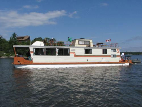 64 Foot Houseboat