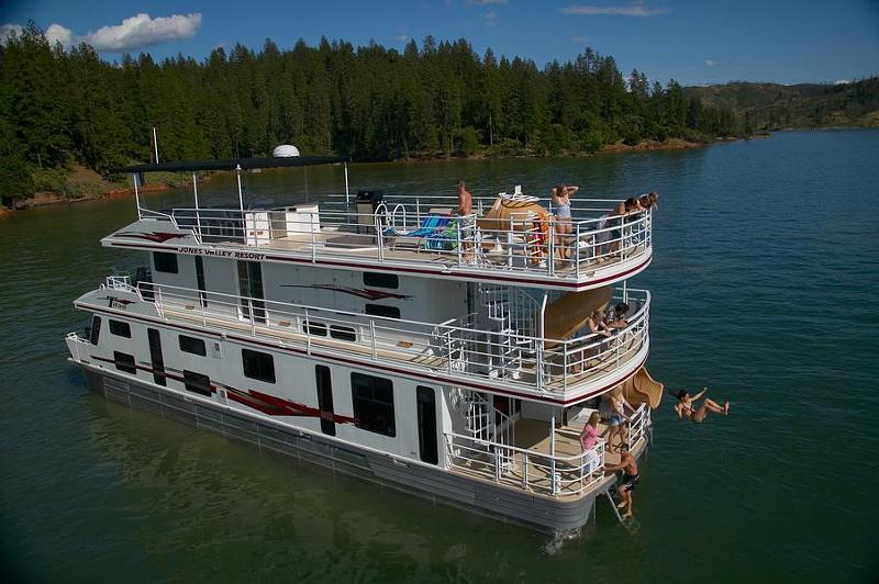 65 Titan Houseboat