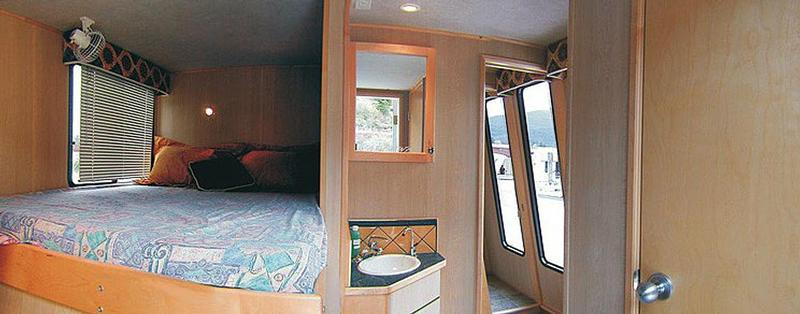 65U Mirage Houseboat