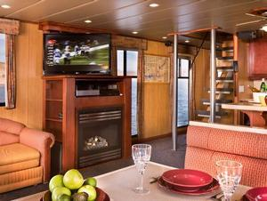 75 Odyssey Class Houseboat