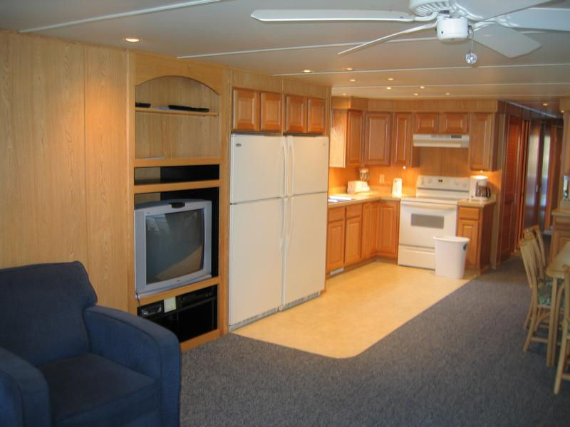 80 First Lady Houseboat