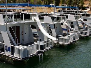 Houseboating in Wine and Water Country
