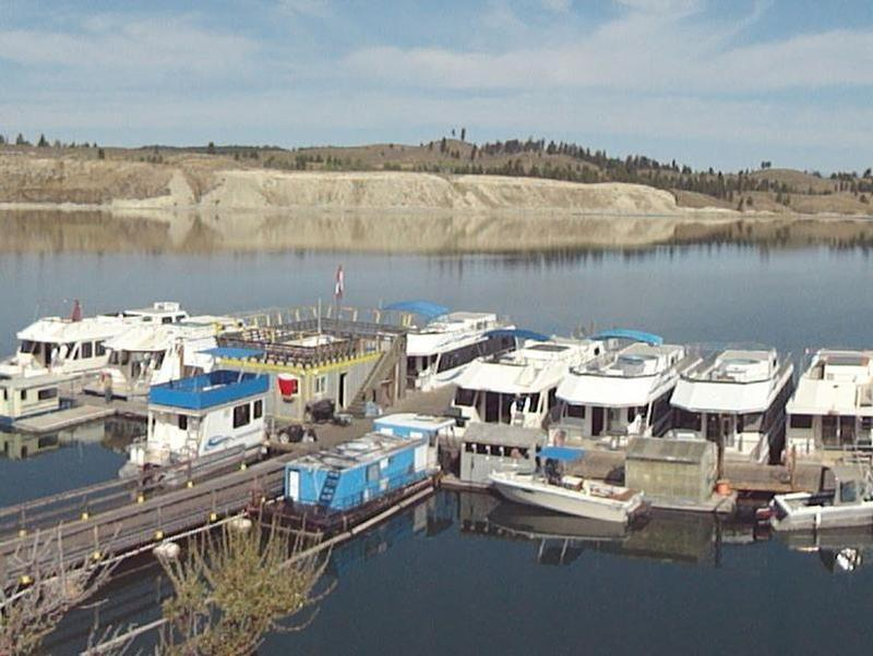 Choose from a fleet of comfortable houseboats for your lake vacation Photos