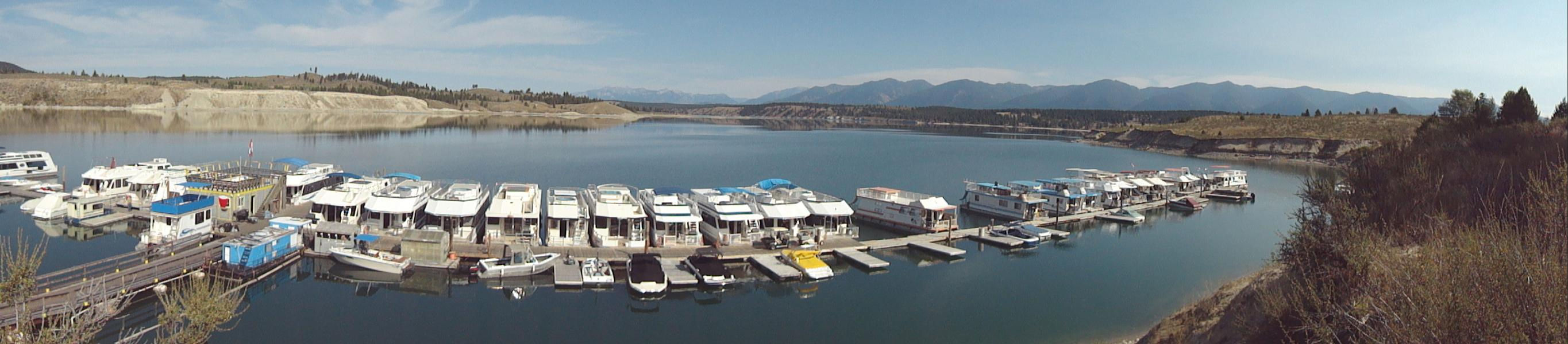 Choose from a fleet of comfortable houseboats for your lake vacation