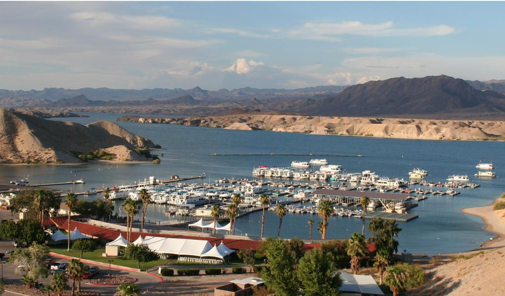 A stunning view of the Marina and its surrounding mountains