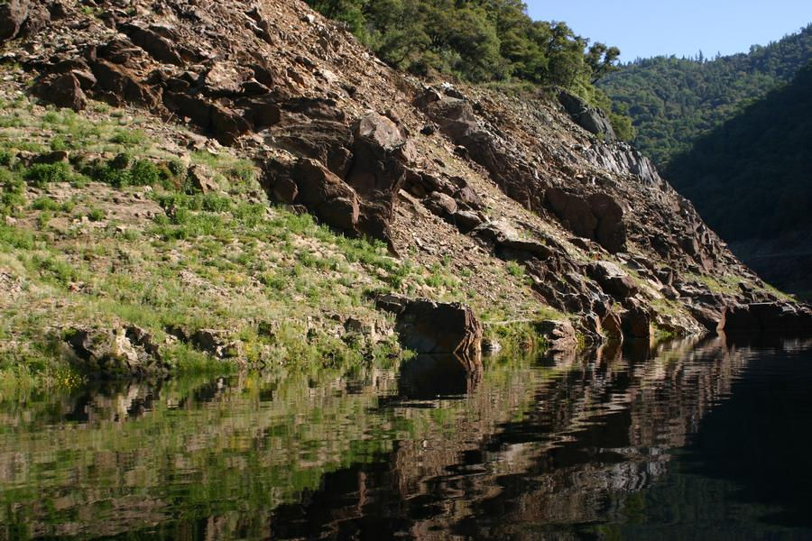 Mirrored natural beauty on the edges of Lake Oroville