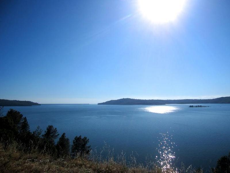 Soak in the sun on the banks of the scenic Lake Oroville Photos