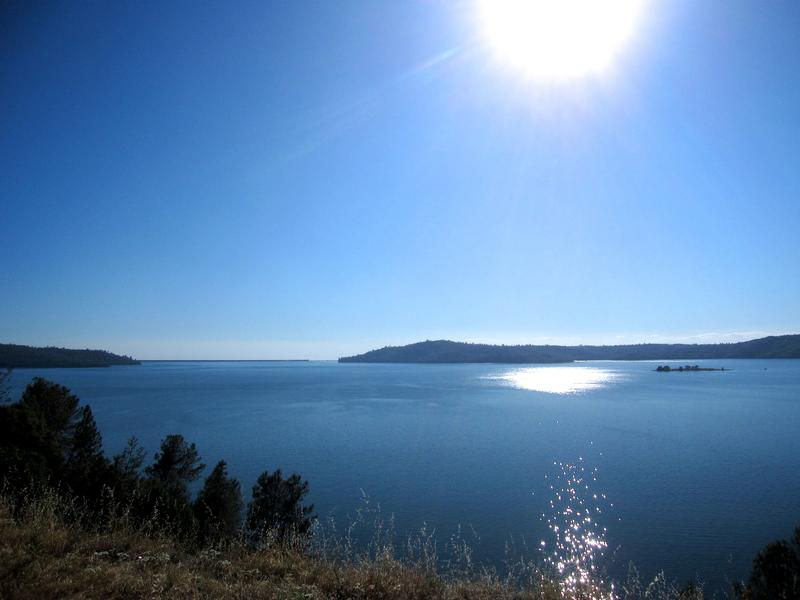 Soak in the sun on the banks of the scenic Lake Oroville