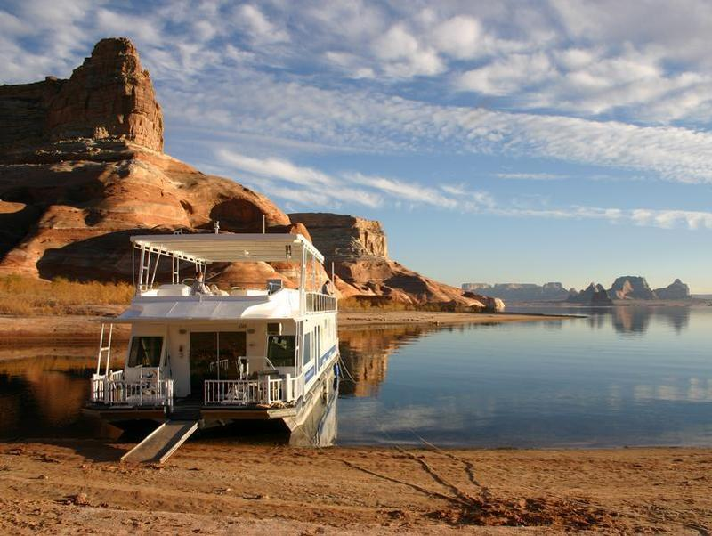 Find peace and renewal inside the surreal beauty of Lake Powell Photos