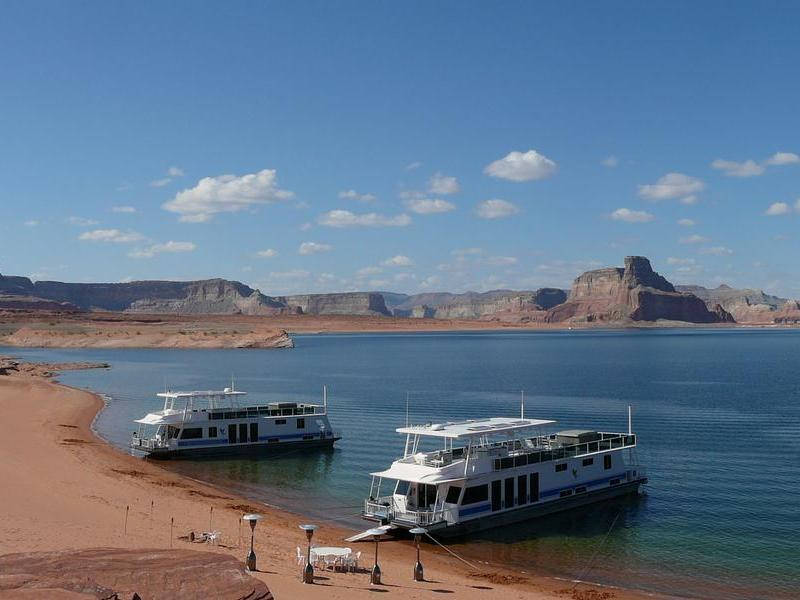 Give them a family reunion they'll never forget at Lake Powell Photos