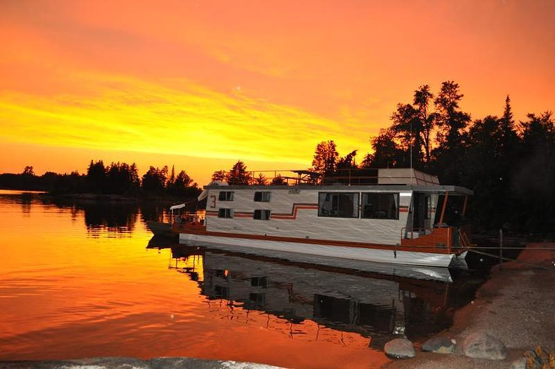 Blissful Boatways on Lake of the Woods