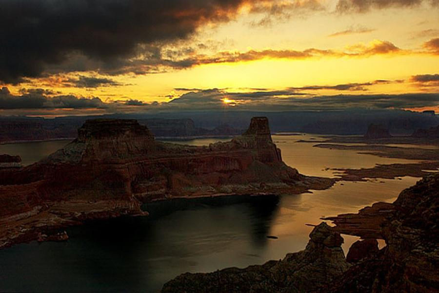 A beautiful sunset at Lake Powell