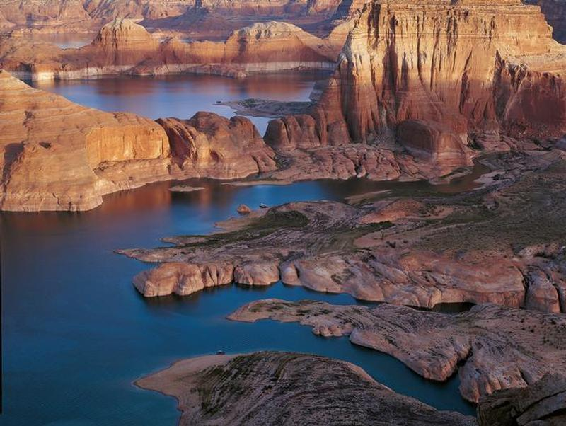 Stunning and unique scenery of Lake Powell Photos