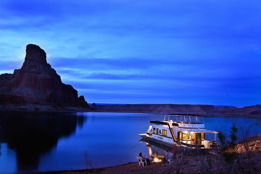 An evening of peace and quiet at Lake Powell