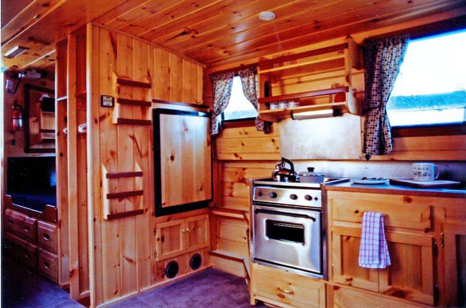 Lockmaster 34 Houseboat