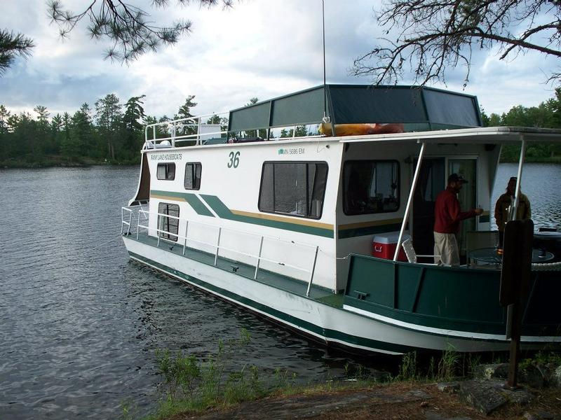 Minnitaki Houseboat