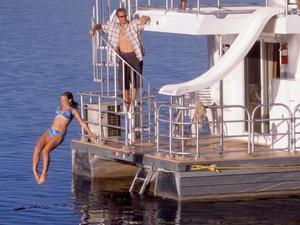 Queen Houseboat