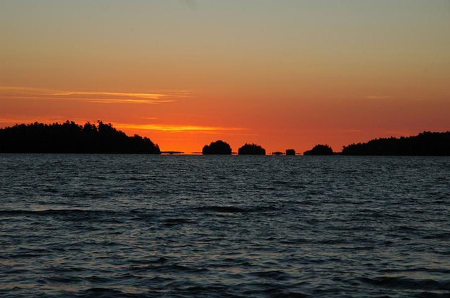 Rainy Lake Houseboat Rentals