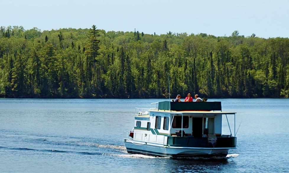 Cruising with Rainy Lake Houseboats