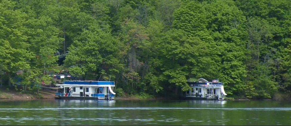 Houseboating on Raystown Lake