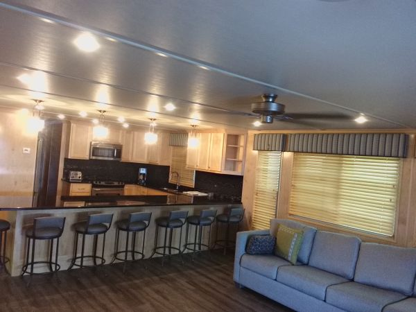 State Dock 925 Houseboat