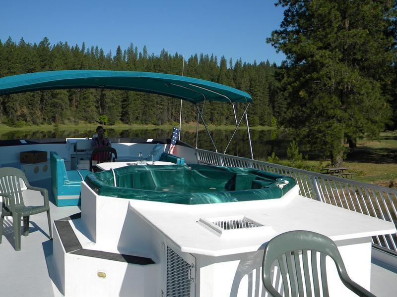 SuperCruiser Houseboat w/ Hot Tub