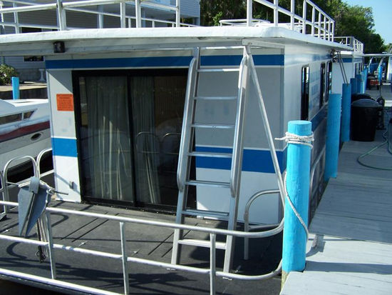 38 Foot 4 Sleeper Houseboat