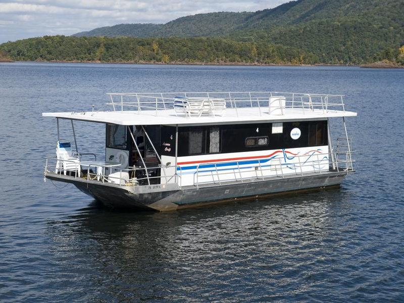 40 Crappie Houseboat