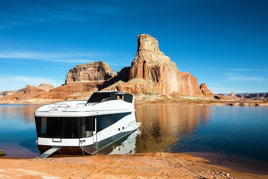65 Axiom Star Lake Yacht on Luxury Lake Travis Boat Rentals