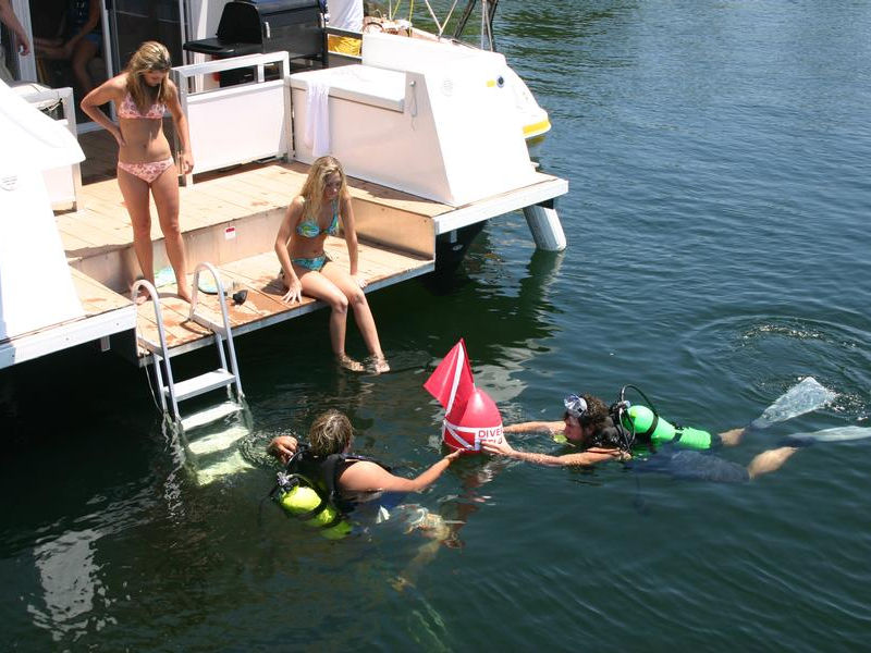 Plenty of diving opportunities in Bull Shoals Lake Photos