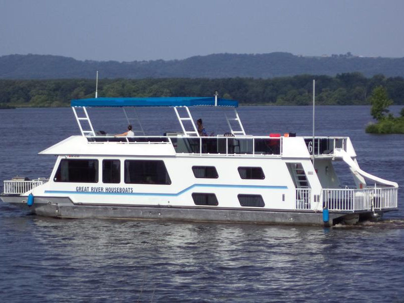 Experience the Mississippi in style and comfort on the Delite Photos