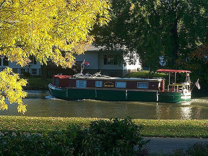 Parts of the Erie Canal pass through charming neighborhoods Photos