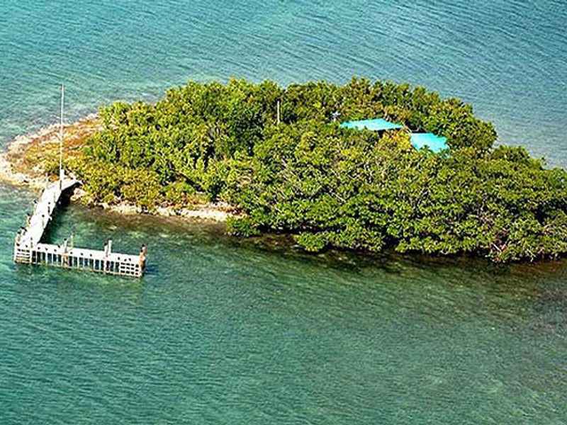 Your private island is a luxury companion to a houseboat Photos