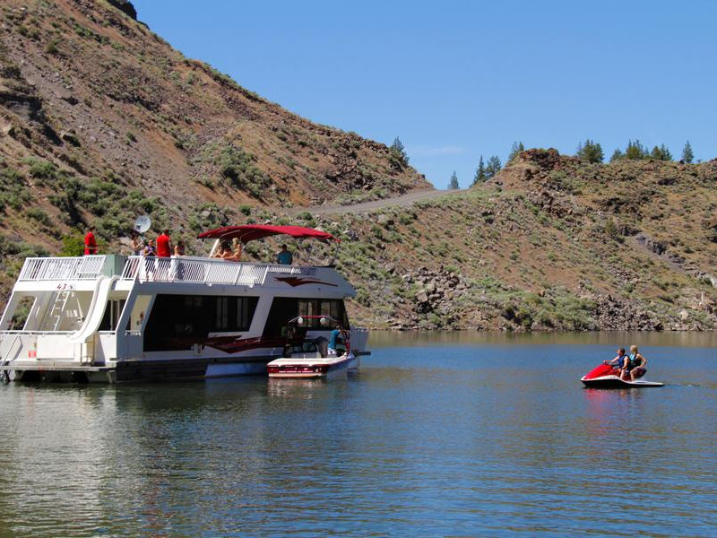A Houseboat Is The Perfect Base For Fun On The Lakelake Billy Chinook