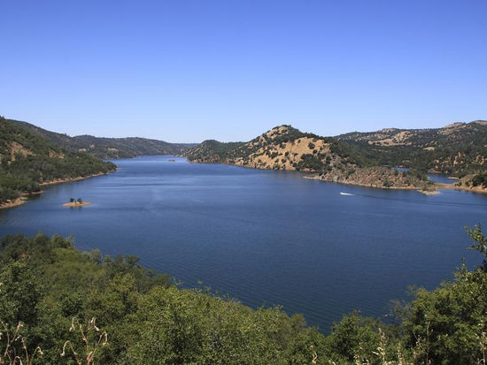 Lake Don Pedro offers a breath of fresh mountain air