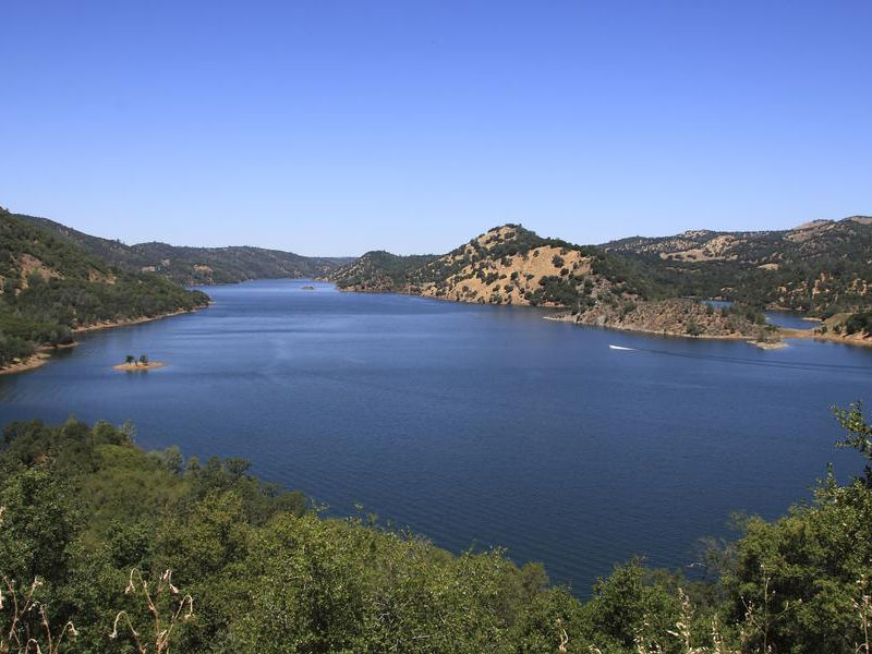 Lake Don Pedro offers a breath of fresh mountain air Photos