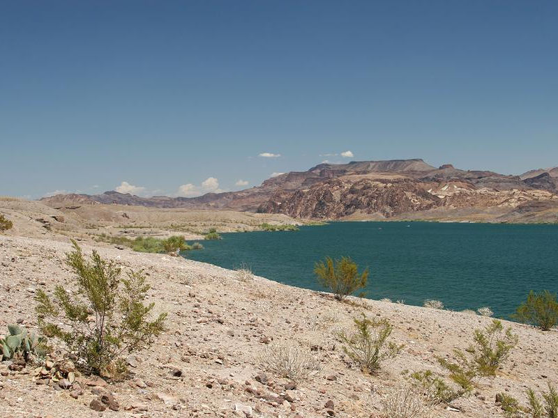 The Nevada desert contrasts sharply with Lake Mohave Photos
