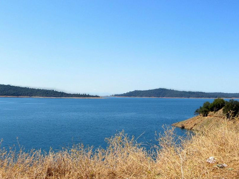 Blue waters meet blue skies with Oroville's peaceful view Photos