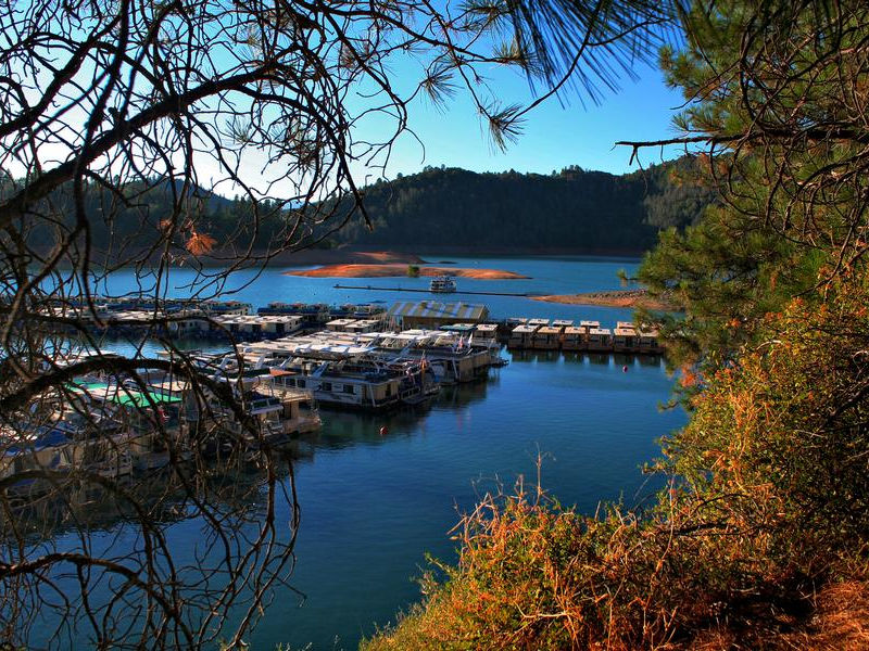 The end of summer brings autumn colors and plenty of houseboats Photos
