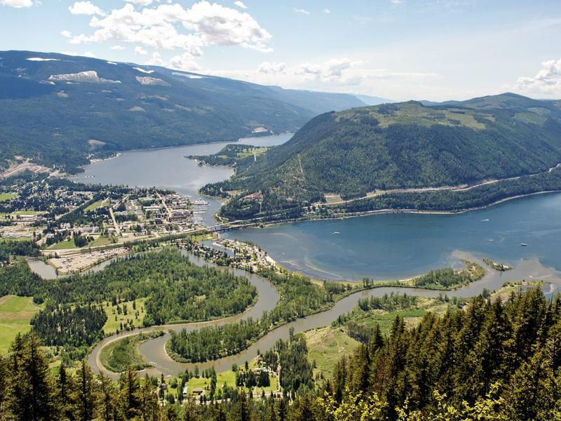 Lake Shuswap blending with the community Photos
