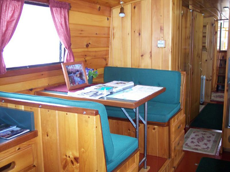 Lockmaster 42 Houseboat