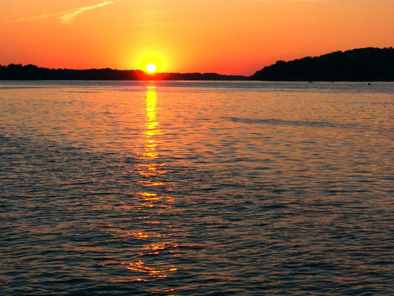 A stunning sunset over the Mississippi River Photos